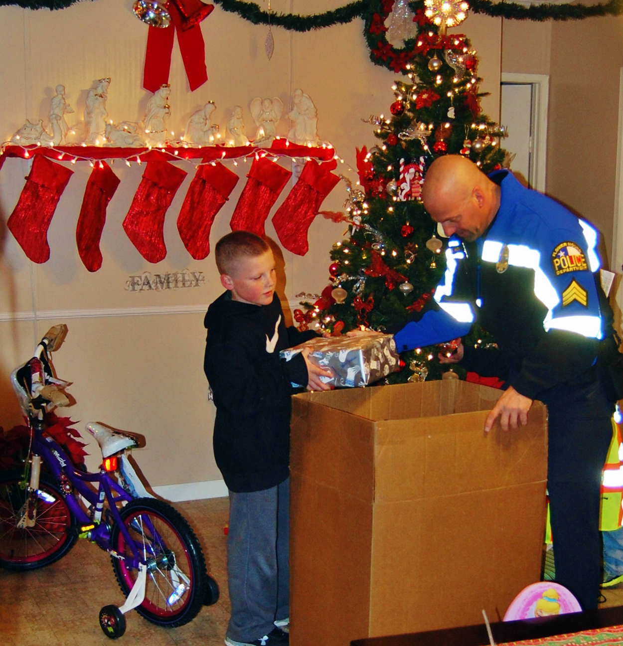 FMPD Santa Cops Drop Off in Home.jpg